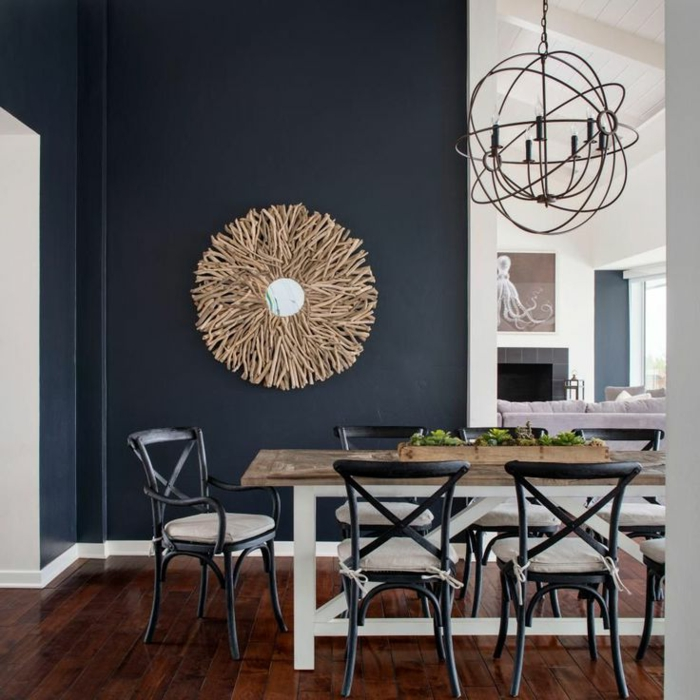 quel mur peindre en couleur, miroir soleil, chandelier rustique, chaises bistrot, salle à manger country chic