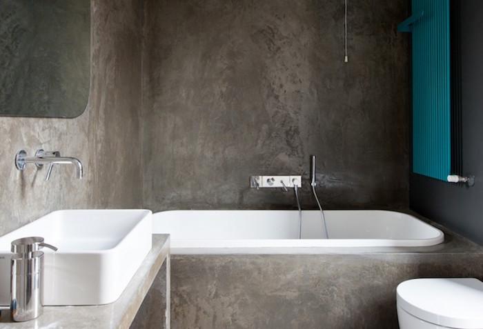 salle de bain monobloc tout en béton ciré avec cadre de baignoire et support lavabo en ciment