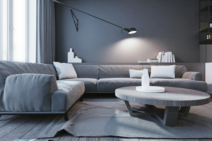 tapis gris dans un salon gris, sofa d'angle confortable et table de salon ronde
