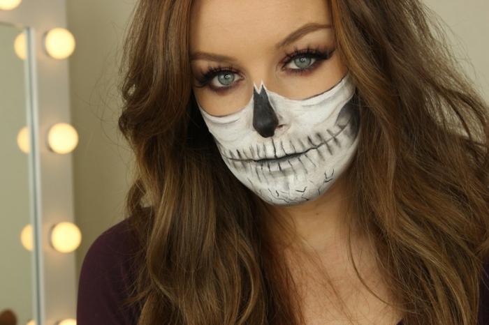 visage à moitié peint, femme maquillée pour halloween, nez peint, maquillage halloween femme facile