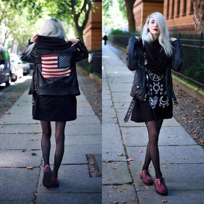 blouson veste femme noire, robe noire à symboles wicca, cheveux coloration blond polaire, rouge à lèvres rouge foncé, écharpe noire