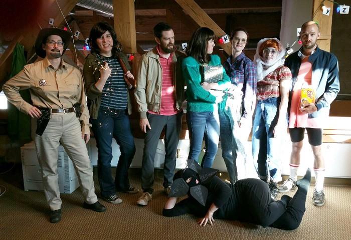 Photo deguisement trop simple pour adultes, groue déguisement ridicule, costume de carnaval de film