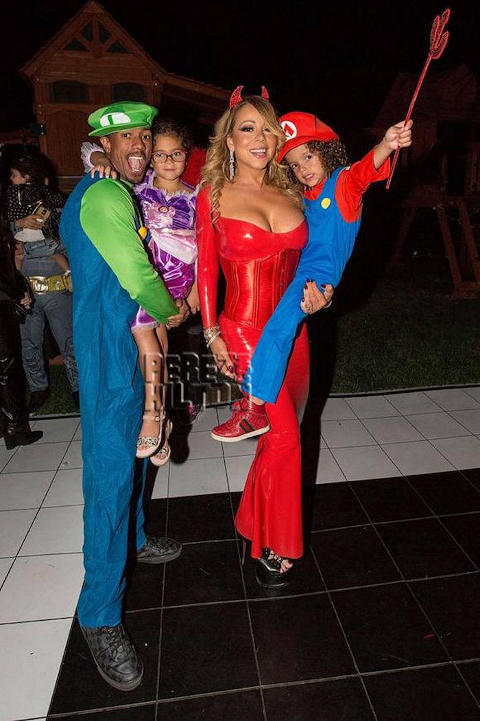 Idée costume halloween ,deguisement improvisé adulte, idee carnaval costumes de groupe, couple célèbre et enfants