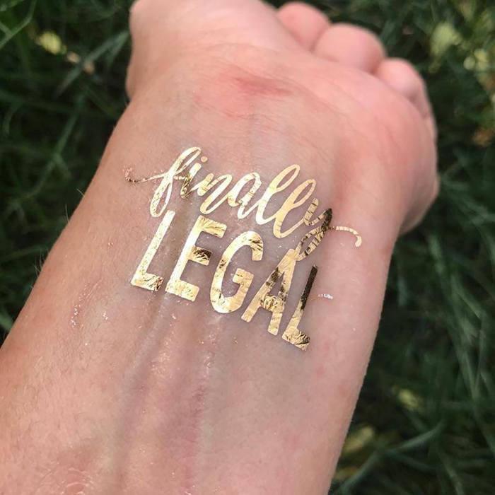 Anniversaire 18 ans fille, décoration anniversaire 18 ans, fête majorité tatouage spéciale ephimere