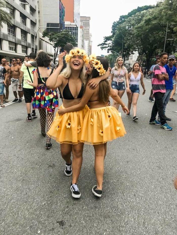 Comment s'habiller pour une soirée halloween, déguisement carnaval pour le dernier moment, filles habillées comme fleurs pour un carnaval