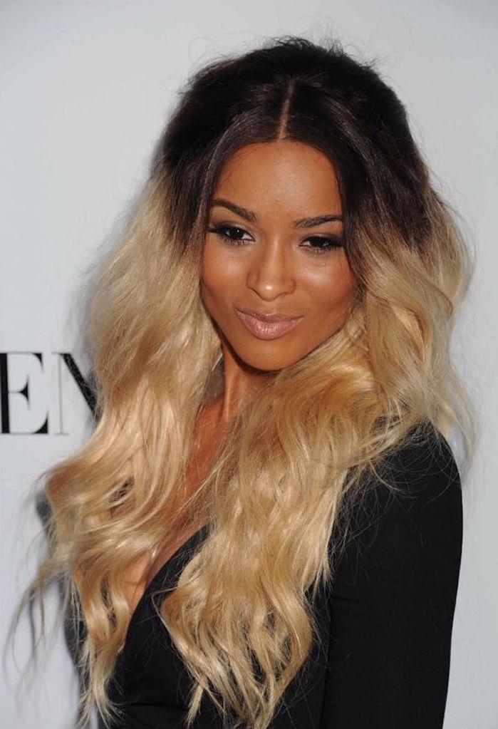 grand tie and dye blond platine sur trois quarts cheveux noirs longs lisses femme métisse