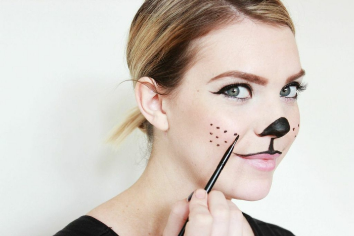 comment réaliser un museau de chat à l'aide d'un eye-liner, maquillage de chat facile et rapide
