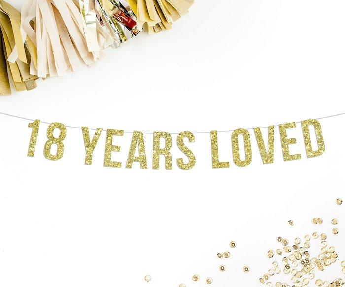 Gateau 18 ans, décoration joyeux anniversaire 18 ans, décoration d anniversaire guirlande brillant