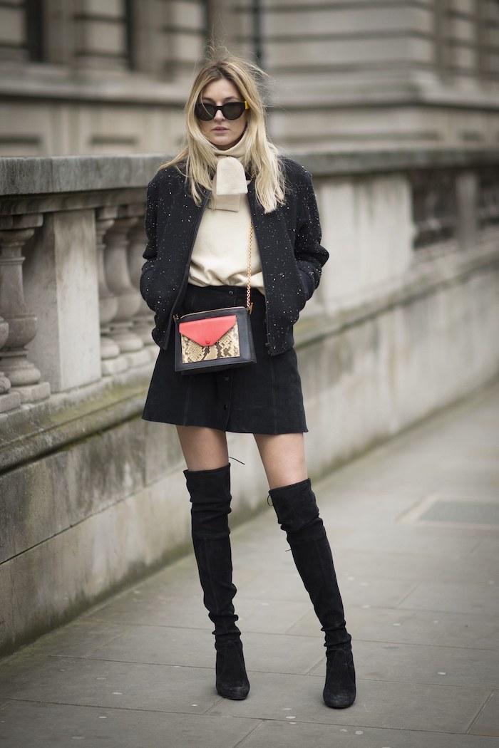Cuissarde chaussette, comment porter des cuissardes, tenue de jour avec bottes hautes, femme stylée en cuissarde velours noir
