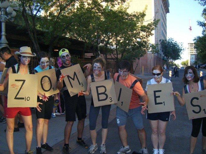 Déguisement facile à créer soi-meme, déguisement original, costumes pour toute la famille, zombies sign