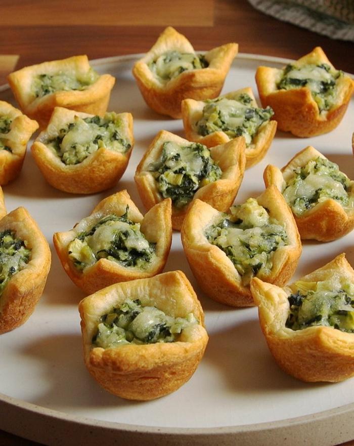 corbeilles en pâte de beurre, épinards, artishocks, assiette blanche, apéritifs et entremets gourmands