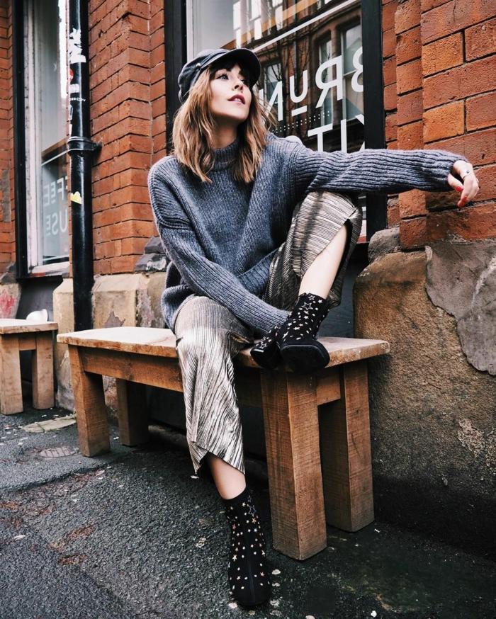 Vetement hippie, look bohème chic, les meilleures tenues de style hippie chic, jupe longue et oversized pull, idée tenue moderne avec bottes à talon au style hippie chic