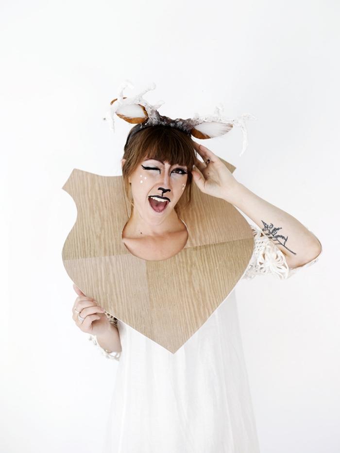 idée de déguisement halloween fait maison, maquillage Halloween à design visage cerf, fabriquer des cornes DIY à effet 3D