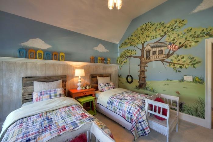 papier peint amusant, deux lits enfant avec tête de lit, tables de chevet, étagère murale blanche