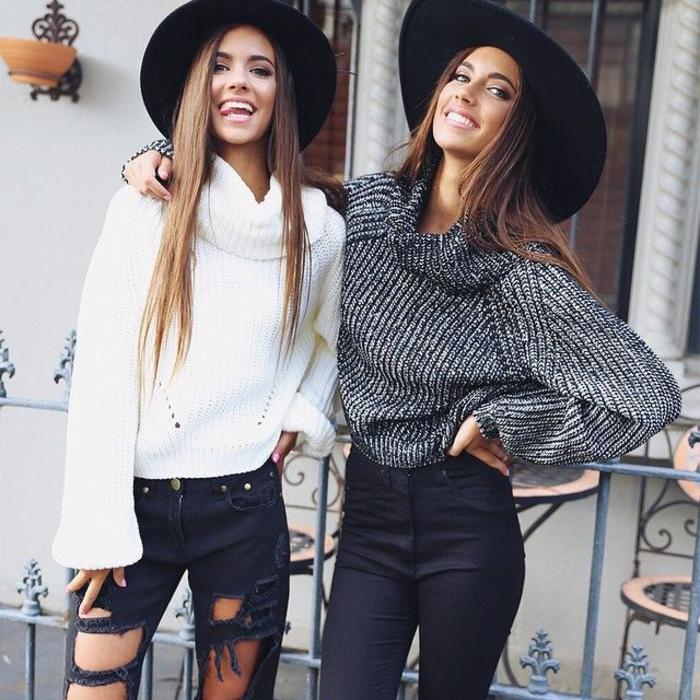 Tenue hippie chic, look bohème chic, robe bohème chic moderne, filles amies qui portent pull oversized avec jean noir déchiré, idée tenue pour deux amies
