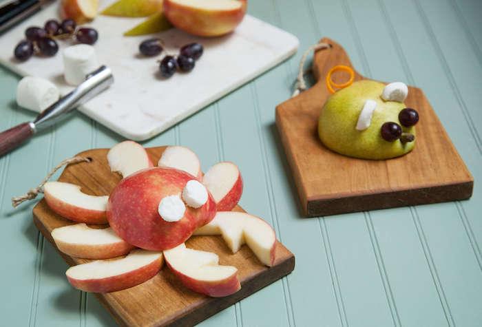 idée d animal au fruits, crabe et souris en pomme avec des yeux aux raisins et murshmallow, idée repas équilibré pour enfant