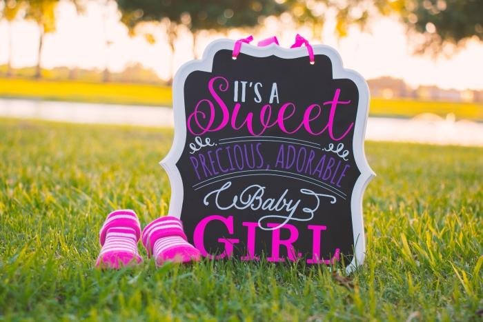 exemple de faire part naissance créatif en papier cartonné avec ruban et mots d'annonce naissance bébé fille