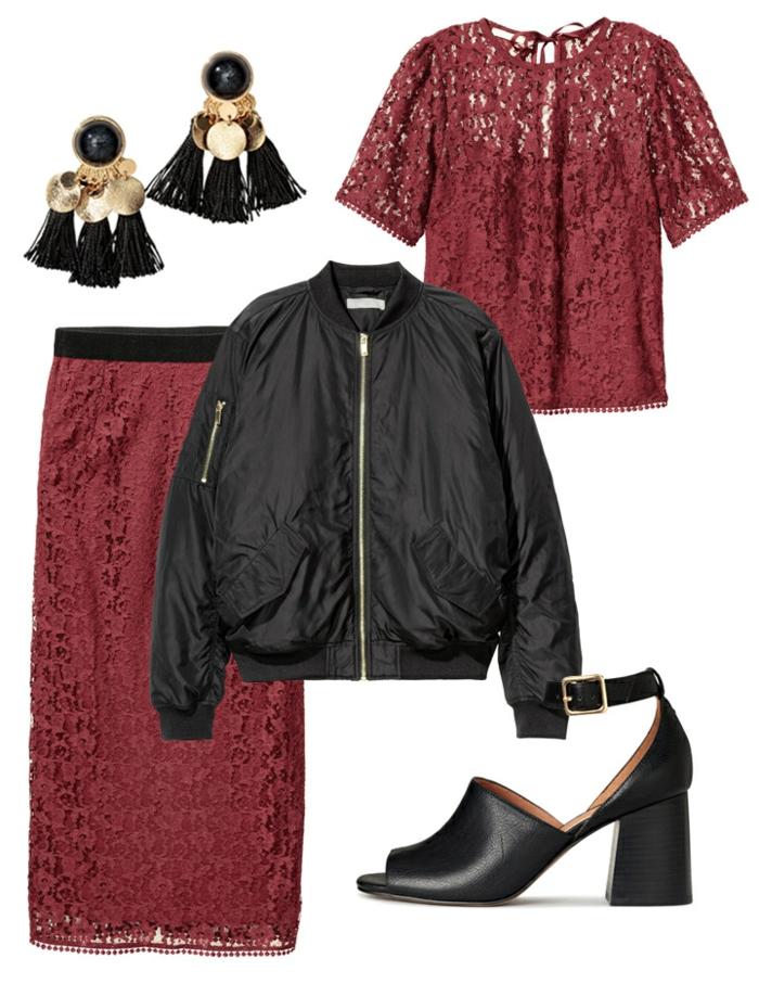 anorak noir court, longue jupe couleur bordeaux, boucles d'oreilles en franges, sandales talon épais