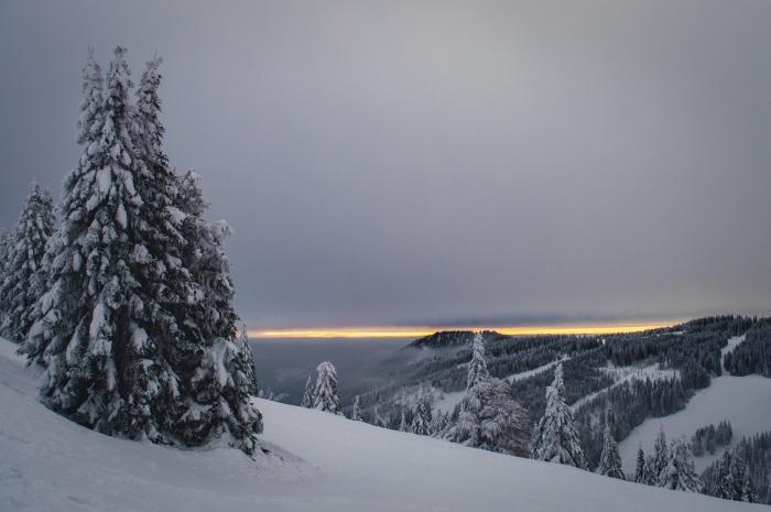 paysage coucher du soleil dans les montagnes en hiver, idée fond d écran gratuit pour ordinateur, photo gratuite hiver
