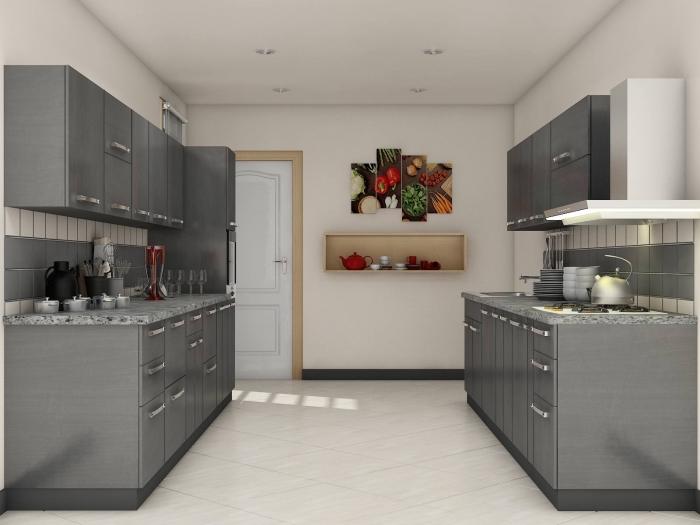 modèle de cuisine en blanc et gris avec accents en bois clair, idée rangement avec niche murale, déco de cuisine en parallèle