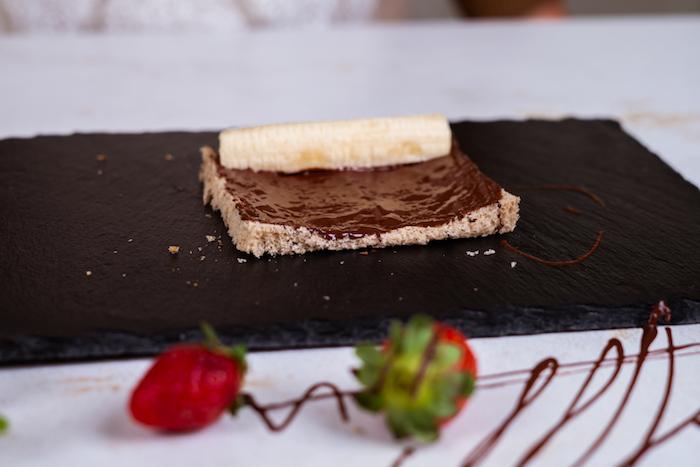 comment faire du pain perdu, recette de roulés à la banane et chocolat tartiné, petit dejeuner dessert facile et original