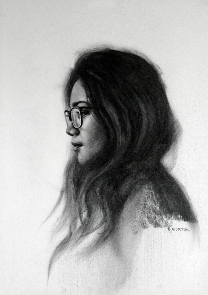 Comment dessiner au fusain, idée de dessin fusain portrait, dessin noir et blanc pour apprendre à dessiner une fille