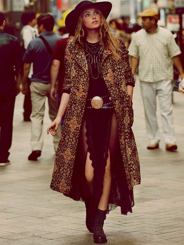Vetement boheme chic, manteau longue et robe longue fendue, cool idée comment être une femme bien habillée
