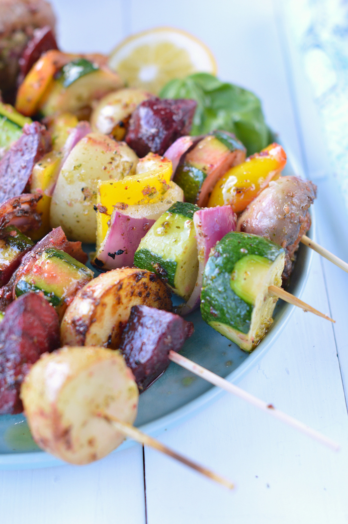 brochette apero enfant de légumes grillés épicés, gouter rapide à préparer facilement en courgette, patate, oignon, champignons autres légumes