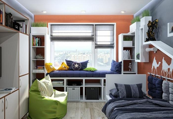 aménagement de petite chambre enfant, pouf vert, dessin chameaux blancs au mur rouge, lit avec rangement sous la fenêtre