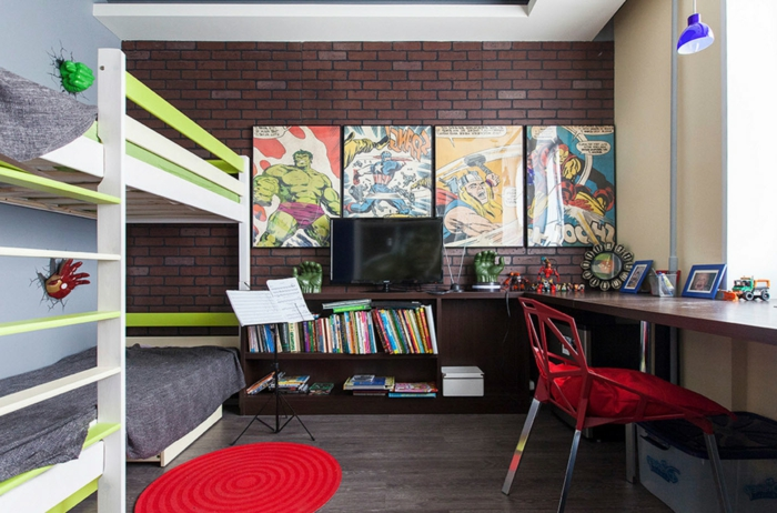 chambre enfant style industriel, tapis rouge, chaise acrylique, lits mezzanine, mur en briques, peintures