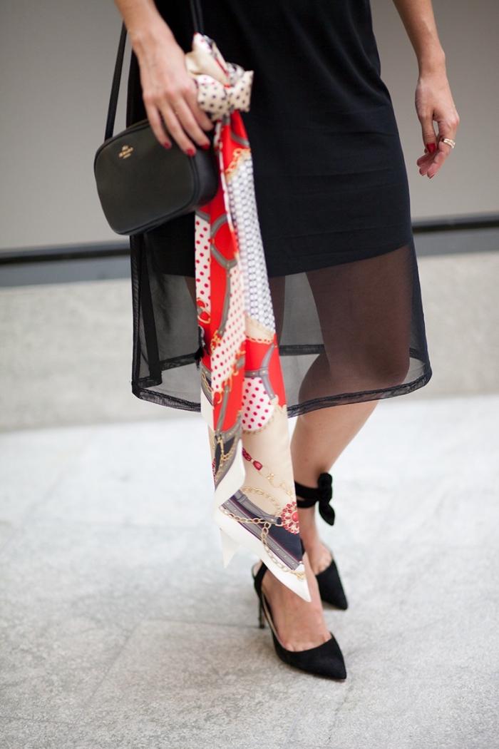 exemple comment attacher un foulard sur la poignée de sac à main, idée style vestimentaire femme avec accessoires originaux