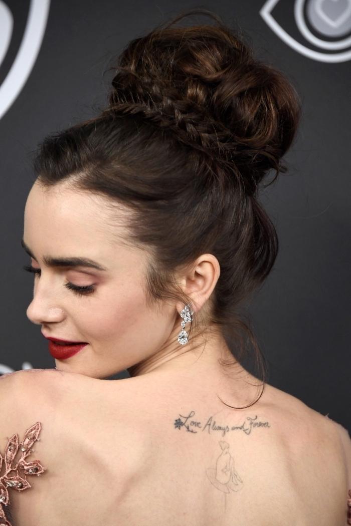 idée pour un look romantique aux cheveux longs attachés en chignon messy avec tresse, exemple de coiffure femme 2018
