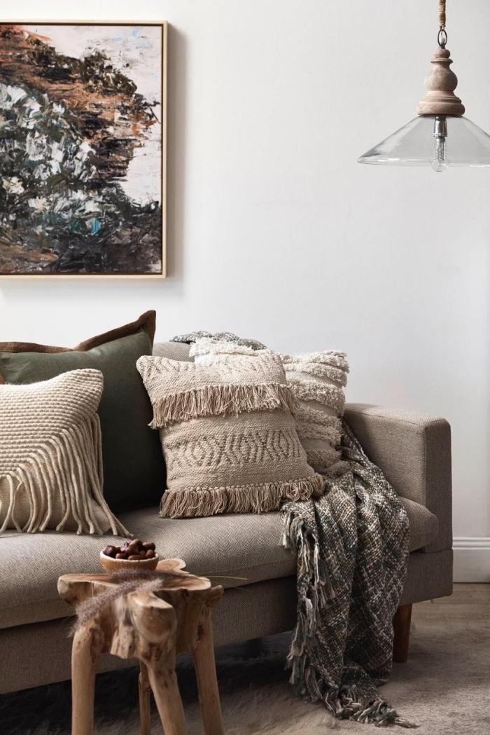 coussin cocooning en laine à motifs texturés qui s'harmonise avec la déco du salon naturelle et authentique
