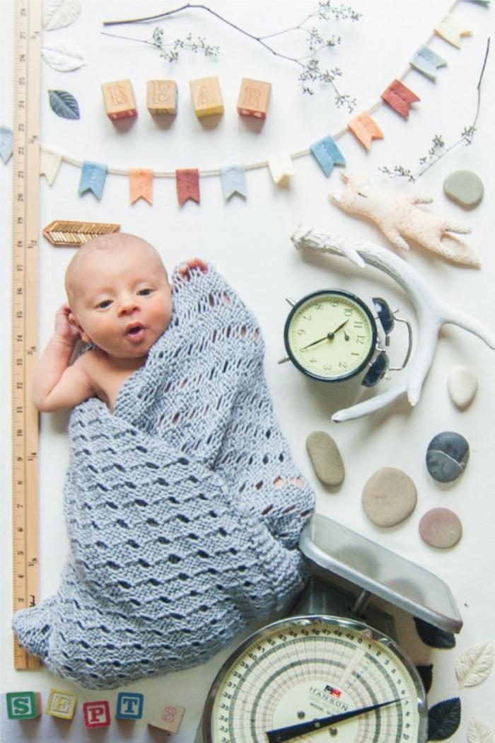 fabriquer un faire part naissance créatif à design 3D, carte annonce naissance de bébé avec photo bébé et objets