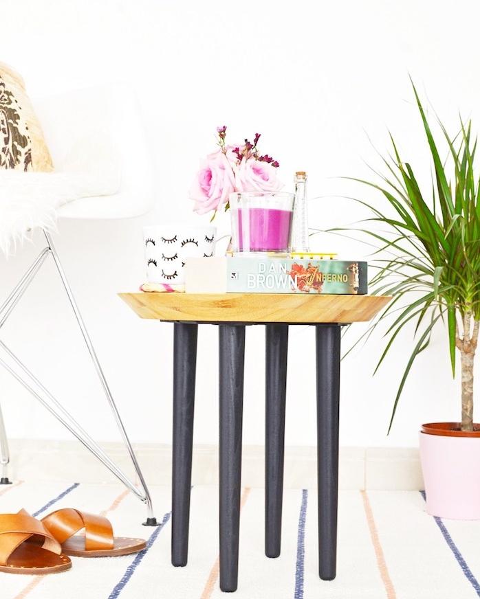 decoration style scandinave pour la chambre à coucher adulte en table ronde bois avec des pieds bois montés