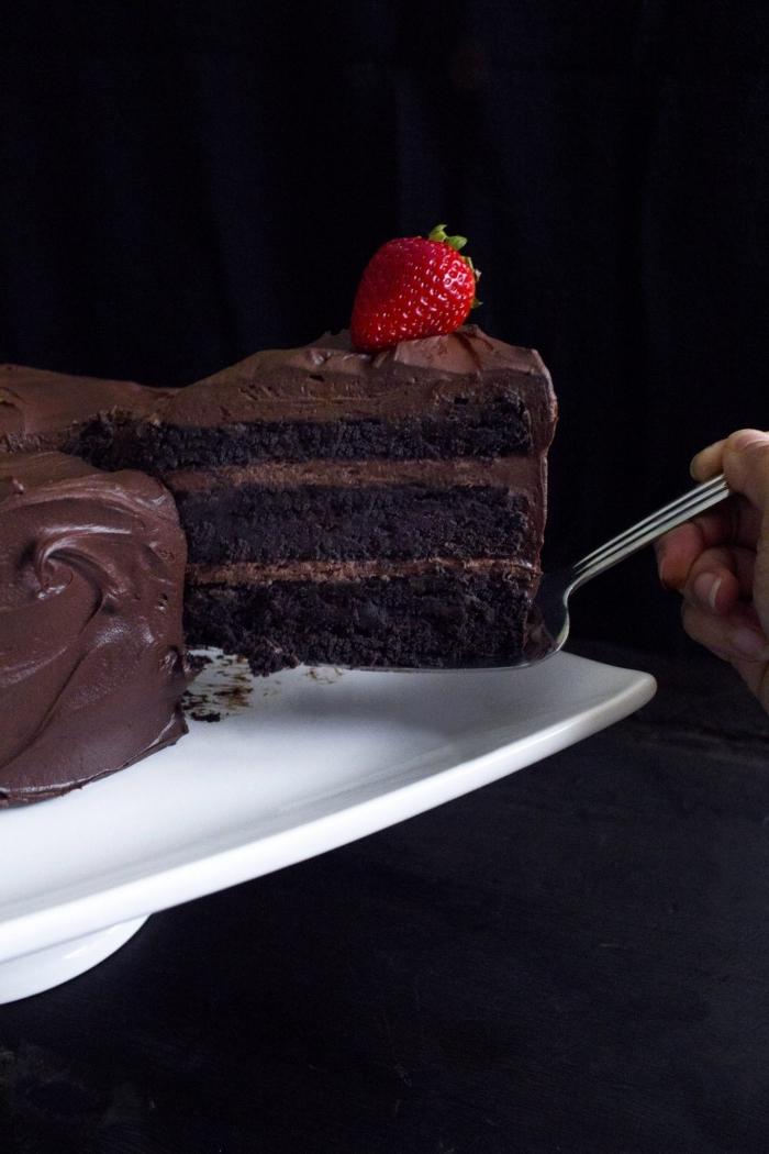 comment faire un gateau chocolat vegan, recette de gâteau chocolat décadent à la ganache sans lactose
