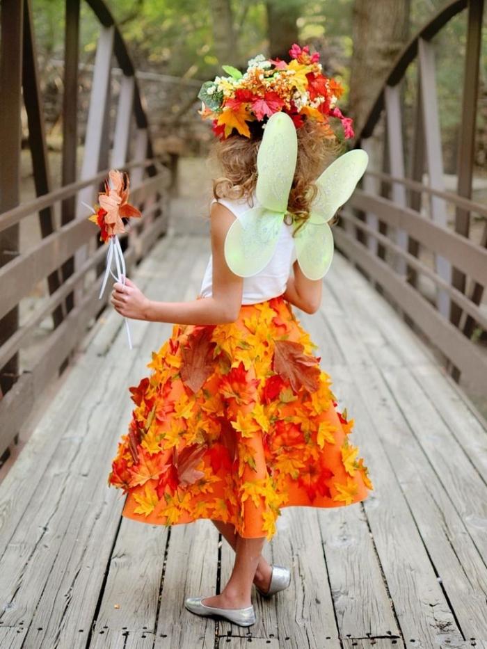 modèle de costume enfant pour Halloween, idée de déguisement facile pour fille, costume de fée avec feuilles séchées