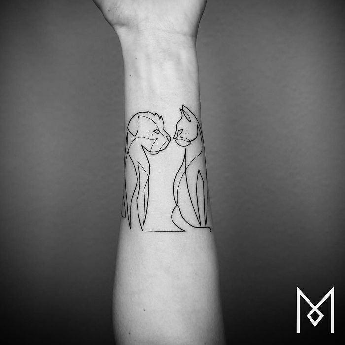 Tatouage jambe femme, miniature tatouage avant bras cool idées pour moi, chat et chien dessin un ligne continuant
