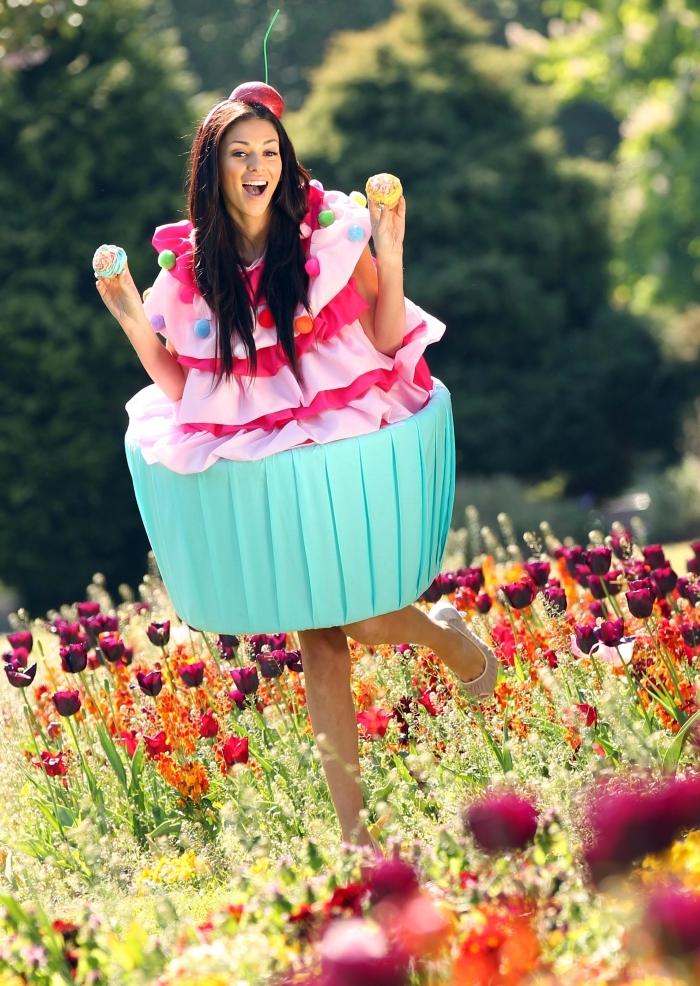 joli costume de Halloween pour femme, déguisement en cupcake, modèle de déguisement fait maison pour femme