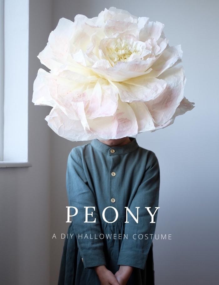 deguisement d halloween a faire soi meme, costume halloween pour enfant, déguisement en fleur avec gros chapeau à design fleur en papier