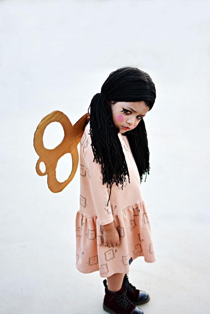 idée deguisement a faire soi meme, costume effrayant pour enfant, DIY déguisement à design poupée terrifiante