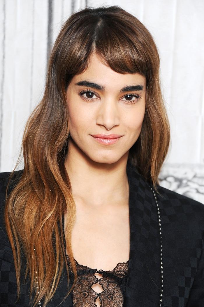 modèle de coiffure mignonne aux cheveux longs avec coupe courte, modele coiffure femme pour cheveux longs