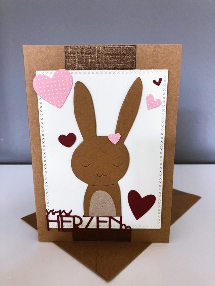 carte en papier cartonné couleur marron avec joli dessin de petit lapins et petits coeurs en papier coloré rose