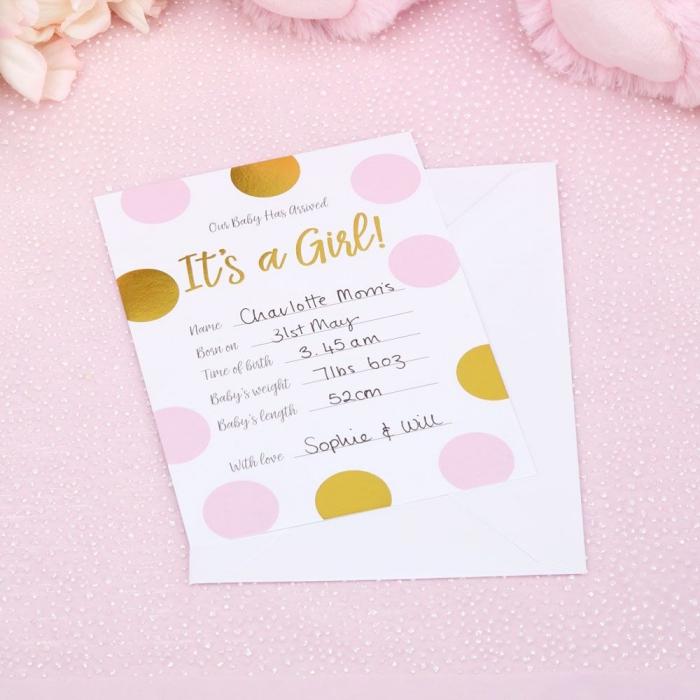 idée faire part naissance pour annoncer bébé fille, modèle faire part facile sur papier cartonné avec formes géométriques en feuille rose et dorée