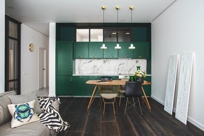 exemple comment creer sa cuisine en longueur dans petit espace, modèle de crédence luxe à design marbre