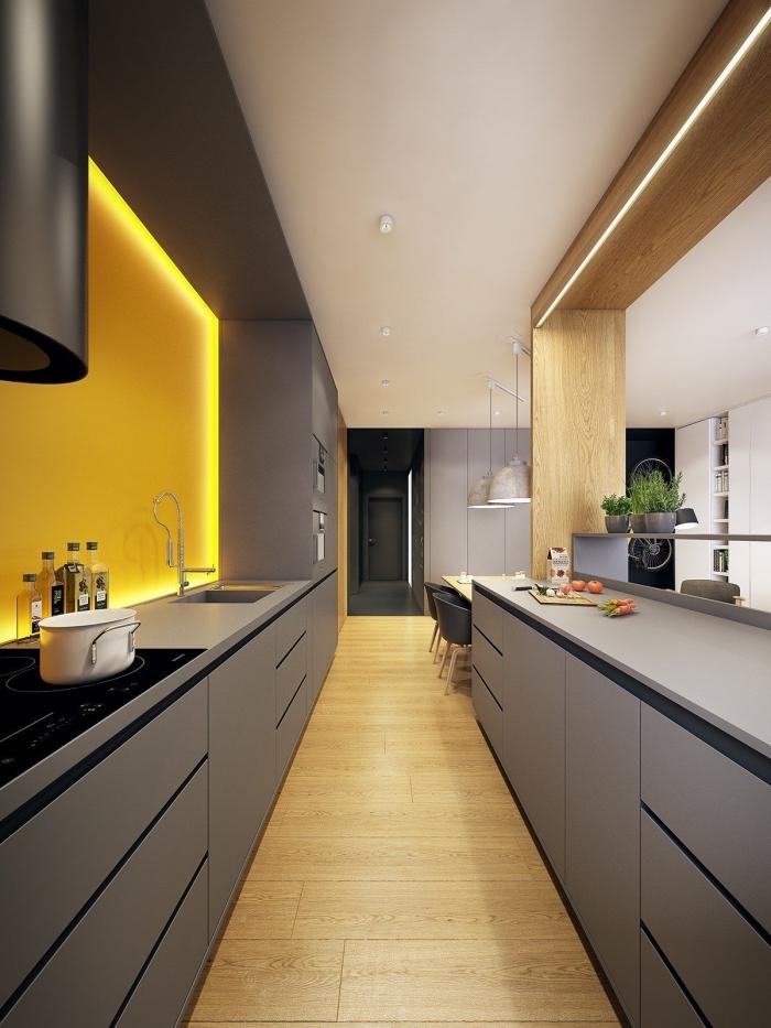 agencement cuisine en parallèle, quelles couleurs associer dans une cuisine moderne, exemple de cuisine gris et jaune