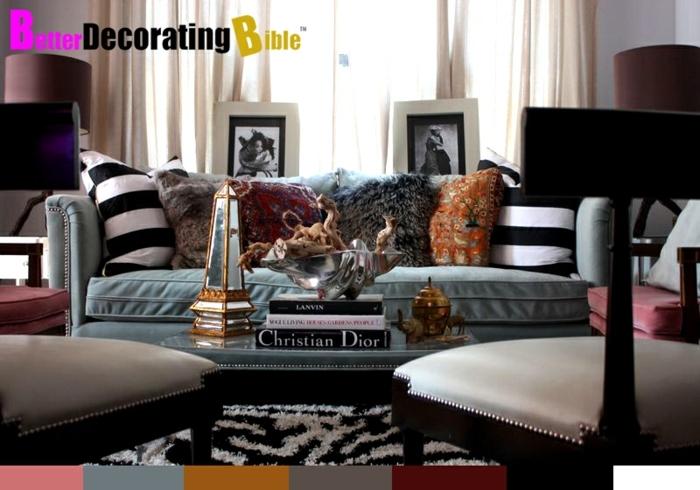 tapis noir et blanc, chaises vintage, lanterne en verre et métal doré, sofa gris, coussins déco, peintures encadrés