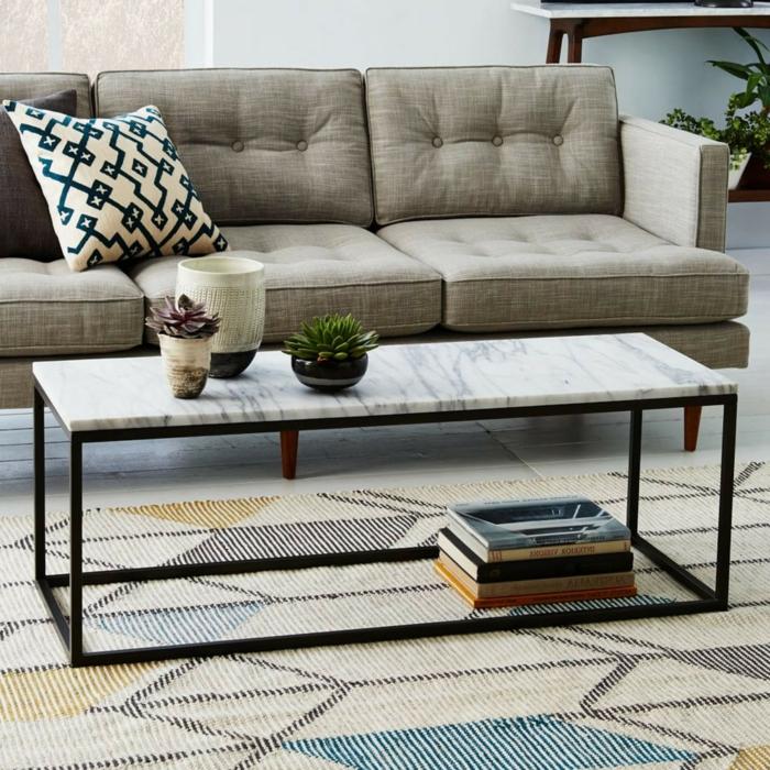 tapis gris géométrique, coussin géométrique, sofa gris trois places, table basse rectangulaire, succulents et vase