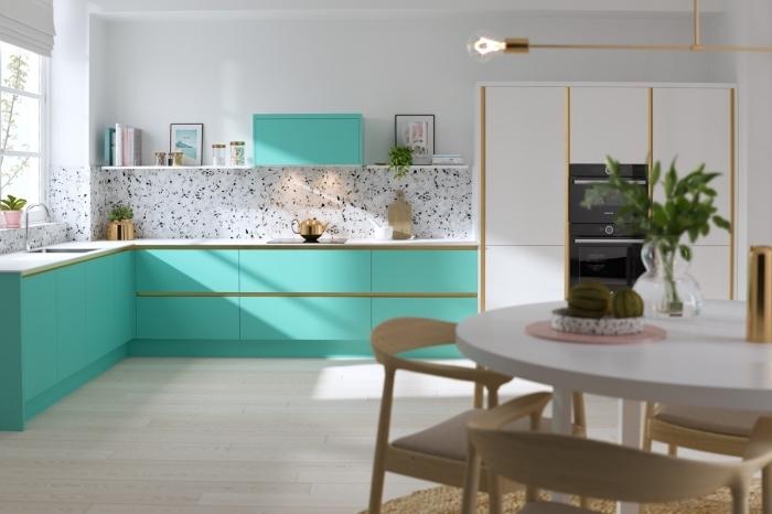 quelles couleurs associer dans une cuisine moderne, creer sa cuisine en forme de L, modèle de cuisine blanche avec meubles en couleurs