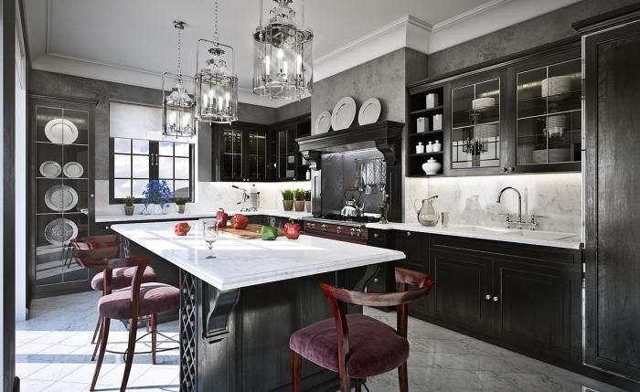 déco de cuisine aux murs gris effet béton avec plafond blanc et carrelage de sol marbre blanc et gris, cuisine avec îlot gris anthracite et marbre